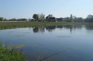 Vue de l'étang du chateau